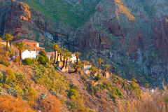 Pueblo durante puesta del sol, Tenerife, España de Masca imágenes de archivo libres de regalías