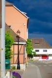 Pueblo durante una tempestad de truenos imagen de archivo