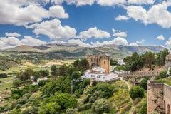 Pueblo e iglesia hermosos ronda Imagen de archivo