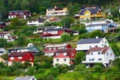 Pueblo de Europa en el fiordo Foto de archivo libre de regalías