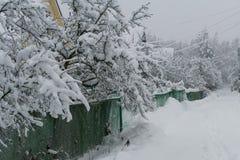 Pueblo en el invierno con nieve Imágenes de archivo libres de regalías