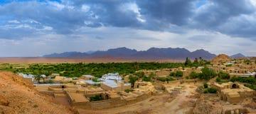 Pueblo en el oasis, Irán foto de archivo libre de regalías
