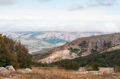 Pueblo en el valle Fotos de archivo libres de regalías