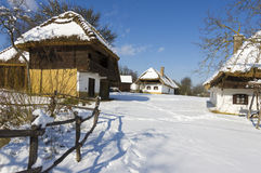 Pueblo en invierno. Foto de archivo