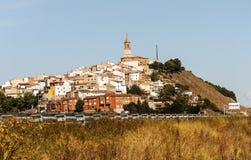Pueblo en la cima de una colina Foto de archivo