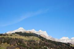 Pueblo en la montaña Fotos de archivo