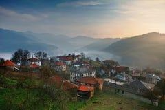 Pueblo en la montaña de Pirin, Bulgaria Fotografía de archivo
