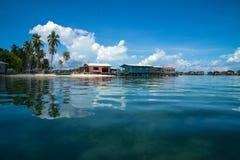 Pueblo en la playa de Semporna imagen de archivo libre de regalías