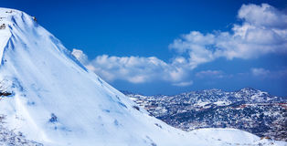 Pueblo en las montañas Fotos de archivo