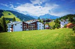 Pueblo en las montañas Fotos de archivo libres de regalías