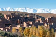 Pueblo en las montañas de atlas Imágenes de archivo libres de regalías