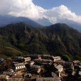 Pueblo en las montañas de Nepal Fotografía de archivo libre de regalías