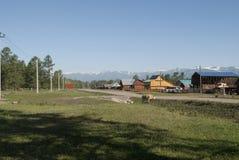 Pueblo en las montañas de Rusia Imagen de archivo