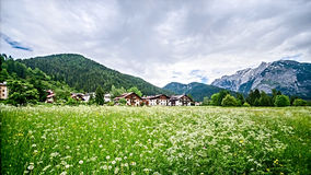 pueblo en las montañas, Italia Imagen de archivo libre de regalías
