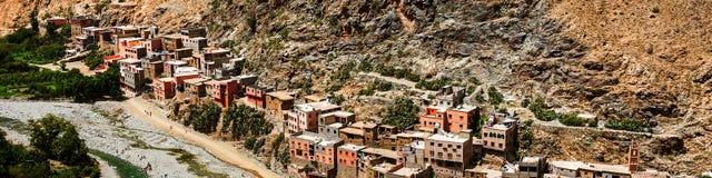 Pueblo en las montañas, Marruecos del Berber foto de archivo