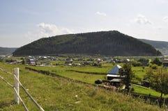 Pueblo en los bancos del río Yuryuzan imagen de archivo
