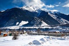 Pueblo en montañas Fotografía de archivo