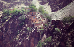 Pueblo en montañas en Asia Central Imágenes de archivo libres de regalías