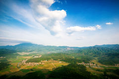 Pueblo en valle Foto de archivo libre de regalías