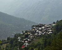 Pueblo encima de las colinas Foto de archivo libre de regalías