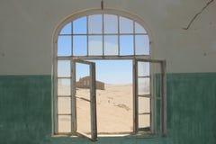 Pueblo fantasma abandonado visión del hospital Imagen de archivo