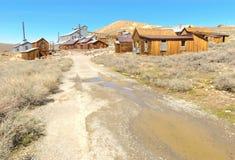 Pueblo fantasma de Bodie, edificios en decaimiento arrestado fotos de archivo