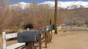 Pueblo fantasma histórico de Benton en Sierra Nevada Benton, los E.E.U.U. - 29 de marzo de 2019 metrajes