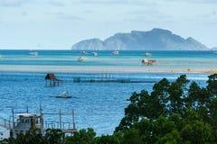 Pueblo filipino en el agua foto de archivo libre de regalías