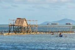 Pueblo filipino en el agua imágenes de archivo libres de regalías