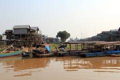 Pueblo flotante del enchufe del Kampong, Camboya Imágenes de archivo libres de regalías