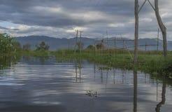Pueblo flotante en el lago Inle Fotos de archivo libres de regalías