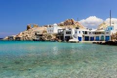 Pueblo griego tradicional por el mar Fotografía de archivo
