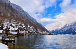 Pueblo Hallstatt en el lago - Salzburg Austria Foto de archivo libre de regalías
