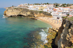Pueblo hermoso de Carvoeiro en Algarve Fotos de archivo libres de regalías