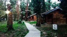 Pueblo hermoso de casas de madera imagenes de archivo