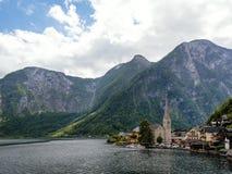 Pueblo hermoso de Hallstatt y lago alpino Hallstatt es el lugar famoso en Austria, región de Salzkammergut, Europa Imagenes de archivo
