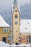 Pueblo idílico austríaco de Koetschach-Mauthen el invierno con Foto de archivo libre de regalías