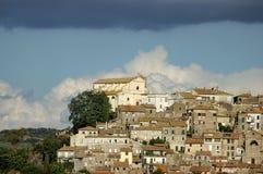 Pueblo italiano de Anguillara Sabazia Imagen de archivo libre de regalías