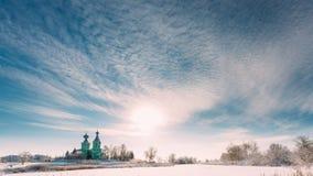 Pueblo Krupets, distrito de Dobrush, región de Gomel, Bielorrusia Time lapse de Timelapse del lapso de tiempo de la iglesia ortod metrajes