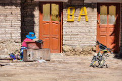 Pueblo local cerca de Salar de Uyuni, Bolivia fotos de archivo libres de regalías