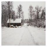 Pueblo nevoso del invierno en Rusia imágenes de archivo libres de regalías