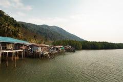 Pueblo pesquero costero en el pha ngan, Tailandia de Ko Foto de archivo
