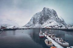 Pueblo pesquero de Hamnoy en las islas de Lofoten, Noruega foto de archivo libre de regalías
