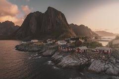 Pueblo pesquero de Reine en las islas de Lofoten, Noruega foto de archivo
