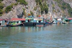 Pueblo pesquero flotante Fotografía de archivo libre de regalías