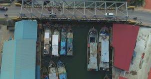 Pueblo pesquero por el puente almacen de video
