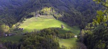 Pueblo pintoresco alpino alto Imagen de archivo
