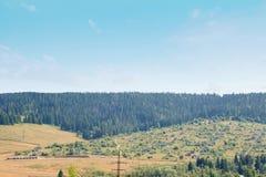 Pueblo pintoresco en las montañas Imagen de archivo libre de regalías