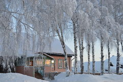 Pueblo ruso en el invierno Imágenes de archivo libres de regalías