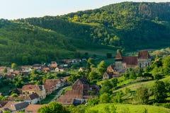Pueblo sajón de la yegua de Copsa con su iglesia fortificada, cerca de Biertan, el condado de Sibiu, Transilvania, Rumania imágenes de archivo libres de regalías